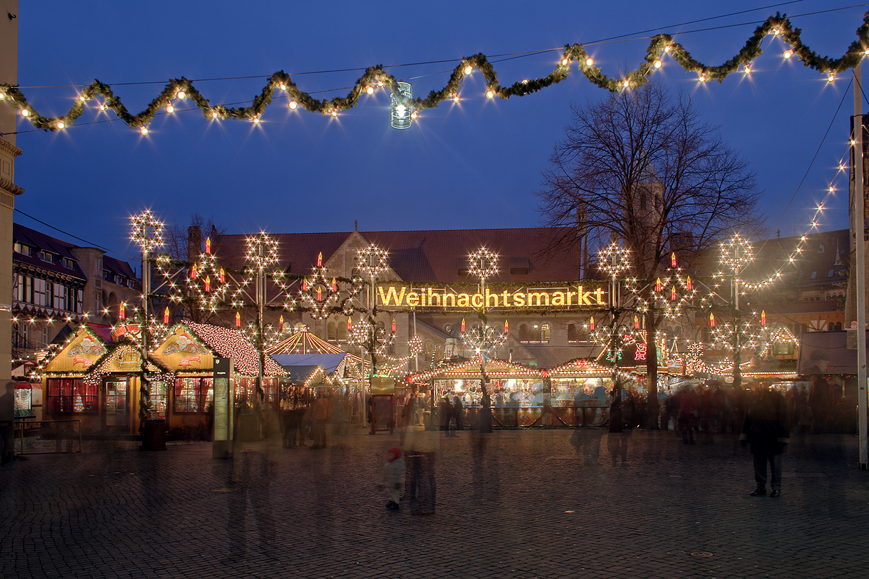 Weihnachtsmarkt Braunschweig - Quelle: https://de.wikipedia.org/wiki/Braunschweiger_Weihnachtsmarkt#/media/File:Braunschweig_Weihnachtsmarkt.jpg